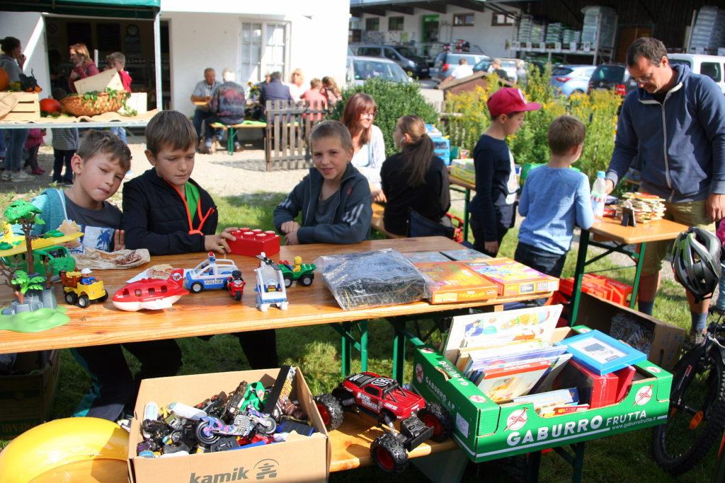 Basteltag und Kinder-Flohmarkt am Bauernmarkt Isen