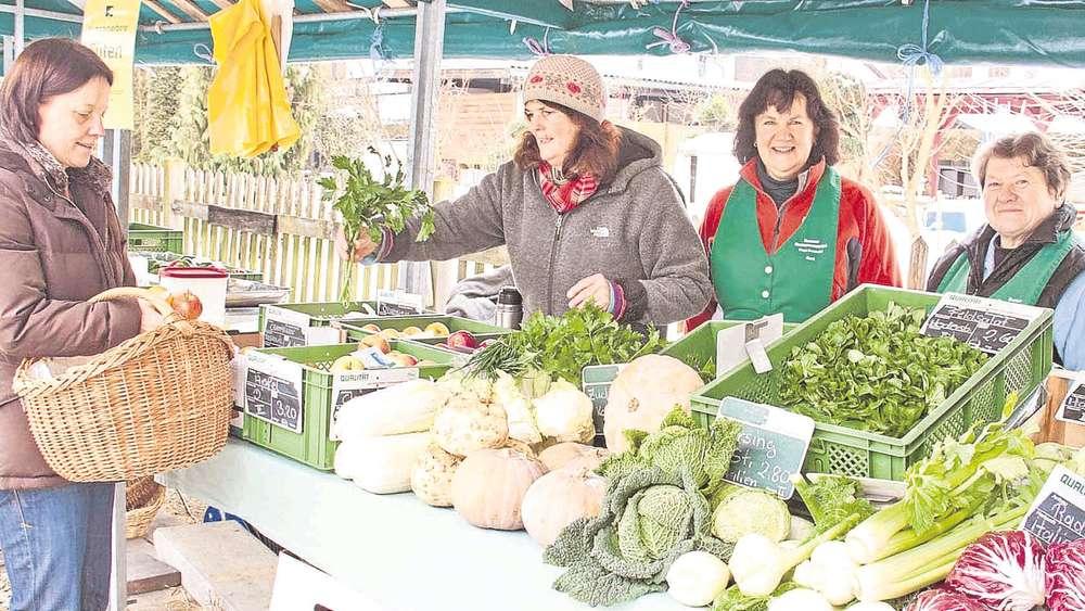 Zehn Jahre Isener Bauernmarkt: Zehn-Meter-Zopf zum Jubiläum
